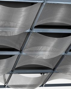 Ceiling System SUSPENSE | Ondula. The system SUSPENSE made of HAVER Architectural Mesh is the ideal concept for suspended ceilings that creates new standards for individual interior design.