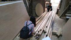 Proses pengukuran dan pemotongan kayu