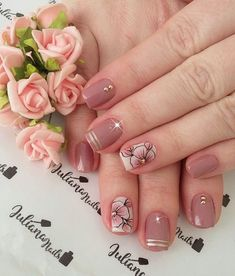 29 fotos de unhas com flores bonitas unhas decoradas curtas, unhas pintadas, unha decorada Classy Nails, Stylish Nails, Trendy Nails, Cute Nails, Ombre Nail Designs, Cute Nail Designs, Korea Nail Art, Flower Nail Art, Beautiful Nail Art