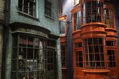 Google Image Result for http://bathknight.files.wordpress.com/2012/03/diagon-alley.jpg