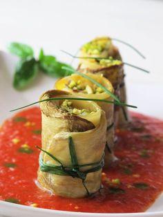 Paccheri ripieni con pesce su salsa di ciliegino