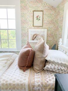 The Sunday 7 - I see Texas, I see France. Studio Mcgee, Kids Bedroom, Master Bedroom, Bedroom Eyes, Girl Bedrooms, Kids Rooms, Exterior Colors, Exterior Paint, Country Farmhouse Decor