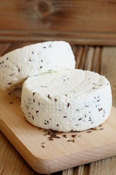 bakterii, ja daje też kapsułki probiotyku z bakteriami Cheese Recipes, Feta, Camembert Cheese, Meal Planning, Food Porn, Dairy, Food And Drink, Homemade, Baking