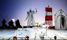 Der Komtur folgt Giovannis Einladung zum Essen  / Bild: Volksoper/Palffy