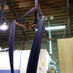 🎶 I'm loving this dismount for belay 😵🤑 #Aerialdesign #aerialsilks #aerialist #strong#circus #cirque #cordelisse #usaerial…