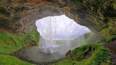 セリャラントスフォスの滝(滝壺の裏から) - そんなあなたに