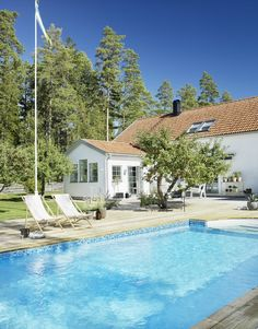 Modern Pools, Swedish House, Garden Pool, Scandinavian Home, Pool Houses, Patio Design, Garden Styles, My Dream Home, Outdoor Spaces