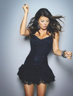 fergie, little black dress, lace, pewter hanging earrings, bracelets Fashion Mode, Look Fashion, Fashion Design, Dress Fashion, Kim Kardashian, Cute Dresses, Cute Outfits, Lil Black Dress, Classy And Fabulous