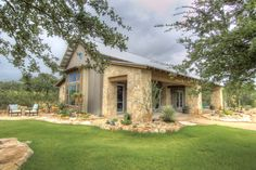Rustic ranch house designed for family gatherings in Texas This rustic ranch house is a family retreat custom designed by Burleson Design Group and built by Coachman Homes, located on 26 acres in Wimberley, Texas. Texas Hill Country, Hill Country Homes, Country House Plans, Metal Building Homes, Building A House, Metal Homes, Ranch Style, Maine House, The Ranch