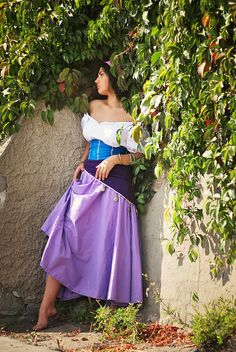 """My Esmeralda cosplay (Disney's """"Hunchback of Notre-Dame"""") Most of all I'm proud of my age because I'm just as Esmeralda Larger version [link] Photo . Hiding in the shade of vines Disney Princess Cosplay, Disney Cosplay, Disney Dress Up, Disney Outfits, Cosplay Outfits, Cosplay Costumes, Halloween Cosplay, Halloween Costumes, Halloween 2018"""