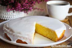 """Oppskriften på """"Kefirkake"""" er hentet fra et gammelt oppskriftshefte fra Tine. Kaken inneholder mye smør, sukker og kefir og blir derfor veldig mektig og myk. Kaken er rask å lage og kan lages som rund kake eller stekes i brød- eller formkakeform. Kakedeigen er tilsatt noen dråper romessens, som gir nydelig smak. Dersom du ønsker, kan du i tillegg glasere kaken med melisglasur med romsmak, slik som på bildet. En utrolig deilig hverdagskake!! Something Sweet, Recipies, Cheesecake, Kefir, Lemon, Dessert Recipes, Food And Drink, Cookies, Snacks"""