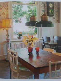 Mooie tafel en lampen