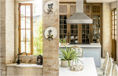 A pia decorativa, ao lado da bancada da cozinha, enfatiza o estilo rústico da casa. Na reforma, a moradora optou por manter os antigos armários de madeira e deixar as louças empilhadas e expostas. As portas e janelas também são originais.