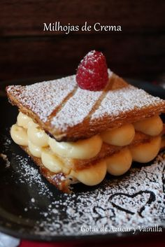 Milhojas de crema pastelera (Paco Torreblanca) Mexican Sweet Breads, Mexican Food Recipes, Sweet Recipes, Cake Recipes, Dessert Recipes, Sweet Corner, Pancakes And Waffles, Sweet Tarts, Delicious Desserts