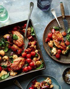 Joe Wicks' chicken, chorizo and califlower tray bake Low Carb Recipes, New Recipes, Dinner Recipes, Cooking Recipes, Healthy Recipes, Recipies, Dinner Ideas, Joe Wicks Recipes, Chorizo Recipes