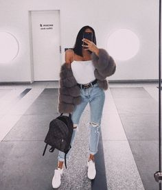 If you're looking for girls outfits, you should definitely make sure that you do some looking around online before making your final choice to shop in a shop. This super casual outfit is quite simple to accomplish but still appears… Continue Reading → Mode Outfits, Trendy Outfits, Winter Outfits, Fashion Outfits, Fashion Trends, Airport Outfits, Fashion Ideas, Fashion Styles, Jeans Fashion