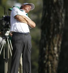 Fred Couples of the US stretches on the fifteenth hole during the second round of the 2014 Masters Tournament at the Augusta National Golf Club in Augusta, Georgia, USA, 11 April 2014.