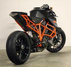 Ducati, Motos Yamaha, Ktm Motorcycles, Yamaha Bikes, Duke Motorcycle, Motorcycle Design, Ktm Super Duke, Bike Leathers, Motorcycle Wallpaper