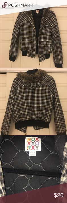 Roxy jacket Black/grey/white checkered Roxy jacket with fur hood. Great condition! Roxy Jackets & Coats Puffers