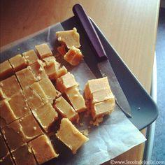 Attention tuerie pour ces caramels irlandais (ou irish fudge). Bombe calorique en vue ! Je les ai fait un dimanche. Vous savez, ce genre de dimanche où l'envie vous prend de faire des gâteaux pour ...