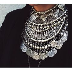 Statement necklace defined