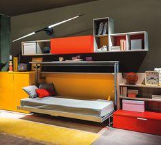 Letto a scomparsa singolo con scrivania incorporata. Nello stesso spazio permette di avere sia un comodo letto con rete ortopedica a doghe e materasso spessore 18 cm sia una comoda e grande scrivania.