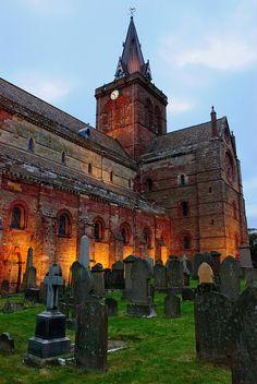 Catedral de Saint Magnus, ubicada en  Orkney, Escocia