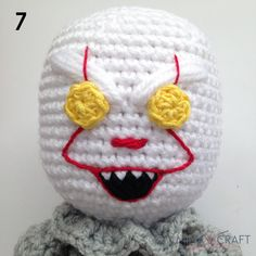 Pennywise the clown Amigurumi Crochet Dragon, Crochet Art, Crochet Dolls, Doll Patterns, Crochet Patterns, Blanket Patterns, Crazy Toys, Pennywise The Clown, Crochet Monsters