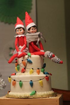 Elf on the Shelf cake