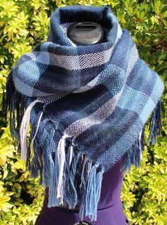 Étole en laine, écharpe longue, châle tissé main en laine tons bleu blanc