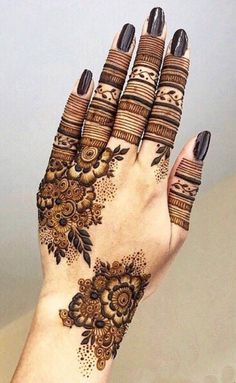 50 Most beautiful Pune Mehndi Design (Pune Henna Design) that you can apply on your Beautiful Hands and Body in daily life. Modern Henna Designs, Latest Henna Designs, Finger Henna Designs, Simple Arabic Mehndi Designs, Mehndi Designs For Girls, Mehndi Designs For Beginners, Dulhan Mehndi Designs, Mehndi Design Photos, Wedding Mehndi Designs