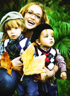 Britney Spears and her sons celebrate Fall