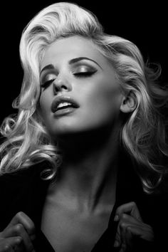 Beautiful face black and white Face Photography, Photography Women, Girl Face Tattoo, Beauté Blonde, Grey Tattoo, Black And White Portraits, Portrait Inspiration, Too Faced Cosmetics, Female Portrait