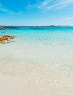 dovolená na Sardinii, kempy, apartmány, hotely, křišťálově čistá voda, nádherné pláže, rodinná dovolená, letní dovolená, dovolená u moře,...