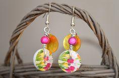 Boucles d'oreilles sans nickel, boutons bois fleurs tulipes et nacres - Bijoux TessNess : Boucles d'oreille par tessness