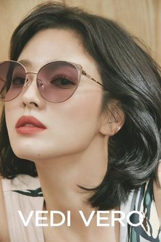 Song Hye Kyo goes classy, casual, and chic in her 'VEDI VERO' pictorial Song Hye Kyo Style, Short Girl Fashion, Songsong Couple, Song Joong Ki, Kim So Eun, Portrait Poses, She Song, Korean Actresses, Korean Makeup