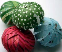 Enfeites de papel para árvores de Natal