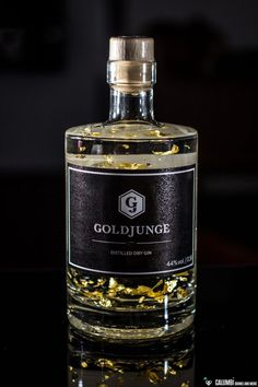 Pure Spirits: Goldjunge Distilled Dry Gin - Let's have a drink and Cheers ! Alcohol Bottles, Liquor Bottles, Drink Bottles, Whisky, Tequila, Le Gin, London Gin, Gin Distillery, Gin Tasting