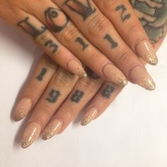 Some cute af nails from @iscreamnails. Gold glitter fade