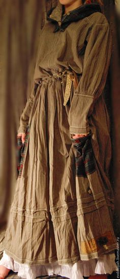 Купить или заказать ОДЕЖДА ДЛЯ СВОБОДНЫХ НАТУР в интернет-магазине на Ярмарке Мастеров. ПЛАТЬЕ Использованы только натуральные материалы. Такое платье может быть исполнено из разных.,только натуральных , материалов.вареный лен и хлопок,хлопко-лен,батист.штапель,шелк,шерсть и т д Платье очень удобное и женственное.Дополяется вышитым поясом,поясом с сумочкой.нижней юбкой , капюшоном,карманами на пуговицах,,платками и т д По желанию заказчика каждая деталь может быть…