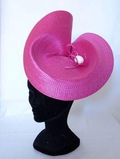 Haz click para cerrar la imagen, haz click y arrastra para moverla. Utiliza las flechas para avanzar y retroceder. Fascinator Hats, Fascinators, African Hats, Tea Hats, Funny Hats, Mad Hatter Hats, Church Hats, Diy Hat, Kentucky Derby Hats