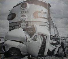 antique auto wrecks | Vintage Car Wrecks!