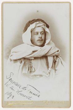 Portret van Willem van Haersolte in oriëntaals kostuum, J. Oriental, Van, Statue, Photography, Photograph, Fotografie, Photoshoot, Vans, Sculptures