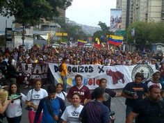 Marcha de los #PiesDescalzos sobre el puente de Los Ruices #16A. 6:06pm