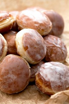 are a delicious pastry from Poland. Traditionally, Paczkis are made to celebrate Fat Thursday, the last Thursday before Lent however many are consumed on Fat Tuesday the day before Ash Wednesday. Polish Desserts, Polish Recipes, Polish Food, Donut Recipes, Cooking Recipes, Watermelon Cake, Ukrainian Recipes, Something Sweet, Bread Baking