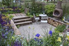 Senkgarten mit Gartenofen und Sitzplatz