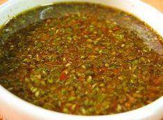 O chimichurri é um molho originário da América do Sul onde costuma ser servido com bife, mas também pode acompanhar todos os tipos de carne assada ou grelhada.