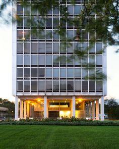 Mies Lafayette Park, Detroit Walter Gropius, Casa Farnsworth, Bauhaus, Ludwig Mies Van Der Rohe, Social Housing, Lafayette Park, Googie, Building Design, Modern Interior Design