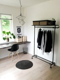 Cheap Home Decorating Websites Monochrome Interior, Guest Room Office, White Home Decor, New Room, House Rooms, Home Decor Accessories, Home Interior Design, Decoration, Bedroom Decor