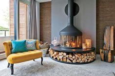 Drewno opałowe może być różnież dekoracją, która dodatkowo nadaje wnętrzu przytulności i ciepła.